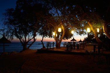 Ambiance romantique au restaurant PinkPepperCorn à la nuit tombée