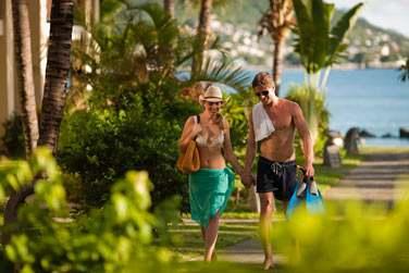 Balade dans les jardins tropicaux de l'hôtel
