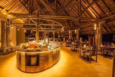 Un décor élégant où vous pourrez goûter aux saveurs locales et internationales..