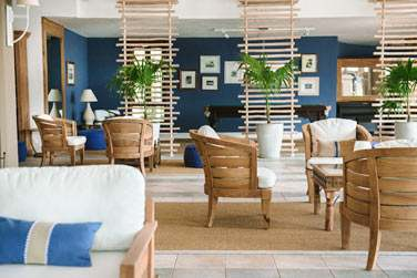 Le lobby de l'hôtel au design tendance
