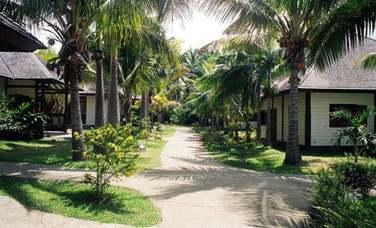 Les chambres sont situées dans des bungalows à l'architecture d'inspiration créole