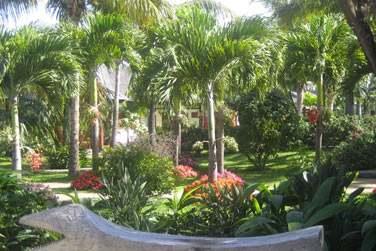 Séjournez à l'hôtel Le Domaine des Pierres et bénéficiez d'un accès gratuit au parc Exotica