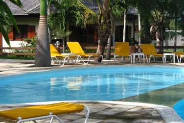 Le Domaine des Pierres possède une très belle piscine au coeur de l'établissement