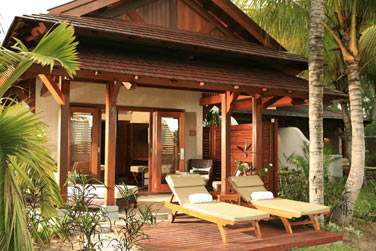Terrasse extérieure de votre suite aménagée de confortables transats