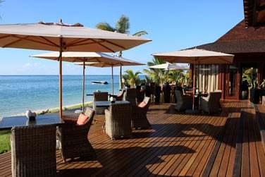 Rendez-vous au Bar pour siroter un cocktail face à la mer !