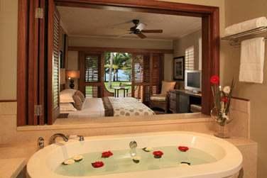 Salle de bains des Suites, ouverte sur la chambre