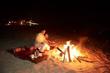 Une soirée en amoureux sur la plage avec feu de camp...