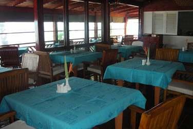 Le soir venu, vous pourrez profiter de l'un des plus beaux couchers de soleil des Seychelles depuis le restaurant.