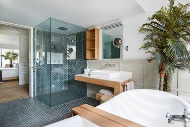 La salle de bain de la Suite Junior