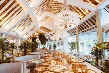 Oubliés les petits déjeuners originaux et les déjeuners très légers au restaurant Palm Court !
