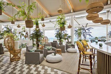 L'intérieur du restaurant Palm Court