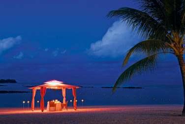 Vous êtes en couple ? Le dîner privé sur la plage est un moment romantique fabuleux