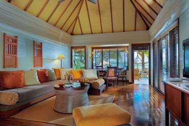 La Suite Princière est très spacieuse (385 m²) et dispose d'une grande salle de séjour...