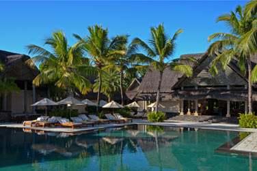 Vous pourrez également vous détendre au bord de la piscine à l'ombre d'un parasol