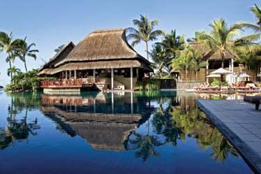 Le Laguna Bar surplombe la piscine et vous propose un cadre digne des 1001 nuits