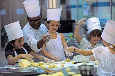 Des cours de cuisine pour divertir vos enfants pendant le séjour