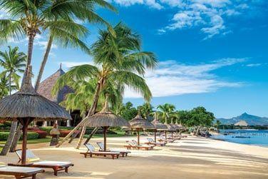 Au bord d'une ravissante petite plage de sable fin ..