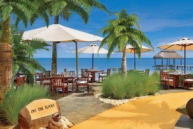 'On the Rocks', le restaurant de la plage offrant une superbe vue sur le lagon
