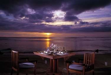 N'oubliez pas d'apprécier un petit diner romantique devant le superbe coucher de soleil