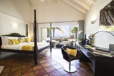 La chambre Deluxe vue mer donnant sur une spacieuse terrasse