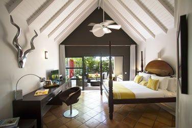 La chambre Supérieure vue jardin est similaire à la chambre Deluxe vue mer en terme de mobilier et aménagement
