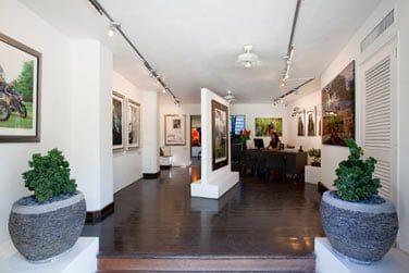 La réception est souvent l'occasion d'exposer des tableaux et œuvres d'art