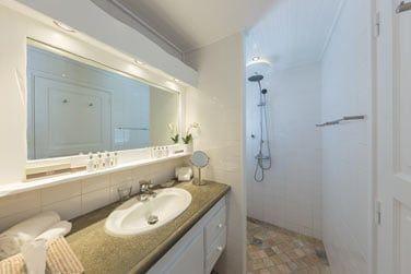 Salle de bain de la chambre Front de Mer