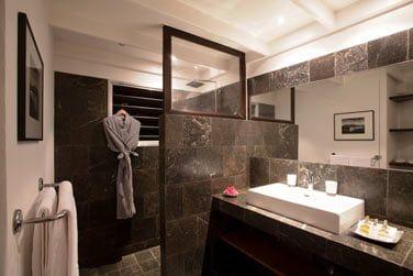 Salle de bain de la chambre Supérieure vue jardin