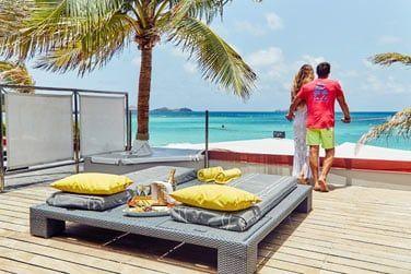 La terrasse de la chambre Deluxe vue mer est propice au repos et à la détente