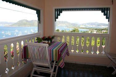 Profitez de la vue imprenable depuis la terrasse sur la Pointe du Marin jusqu'au rocher du Diamant !