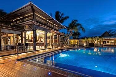 En soirée , l'ambiance y est décontractée et il est très sympa de siroter un bon cocktail au bar de la piscine