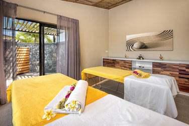 Voici la salle de massage du spa de l'hôtel