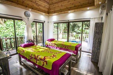 Relaxez-vous lors d'une séance de massage au Frangipani Spa