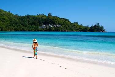 l'hôtel Valmer Resort surplombe la plage de Valmer, une très belle plage de sable blanc accessible à pied.