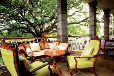 Les salons sur la terrasse du château... Un endroit idéal pour se détendre en toute tranquillité