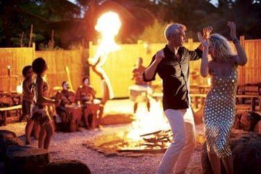 Venez découvrir l'ambiance du restaurant Boma le soir venu... Un restaurant extérieur éphémère