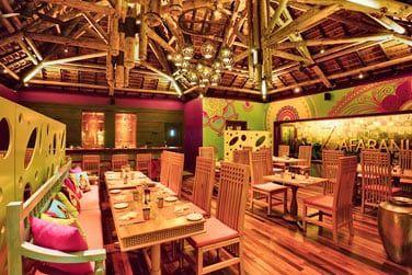 Le restaurant Zafarani propose une cuisine indienne à la carte dans une ambiance haute en couleurs