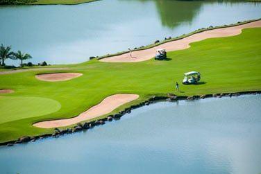 Le golf est l'un des plus beaux de l'île... Situé au coeur du Domaine de Bel Ombre entre mer et champs de canne à sucre