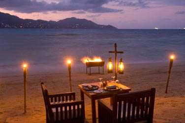 L'hôtel Cerf Island Resort vous offre la possibilité de dîner en tête à tête