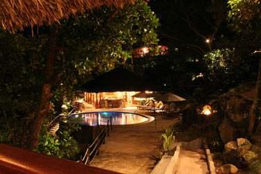 Le restaurant gastronomique perché sur une falaise offre une vue à 180° sur l'océan Indien