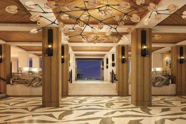 Le hall de l'hôtel à la déco élégante et raffinée
