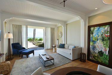 Le salon avec accès direct à la plage