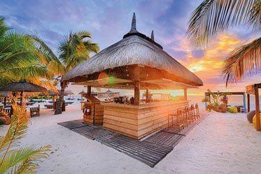 Le Cabanon, bar de la plage posé sur la plage