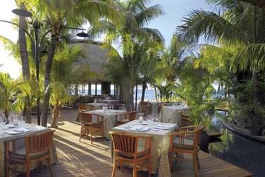 Le restaurant 'Saveurs des îles' dans un cadre de rêve au coeur de la végétation à deux pas de la plage