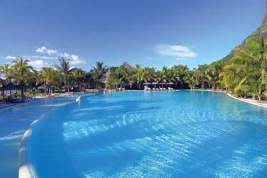 La piscine principal de l'hôtel est immense !