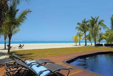 La piscine privée de votre villa à quelques pas seulement de la plage
