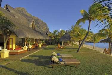 Le jardin privé de la Villa Paradis, à quelques mètres de la plage