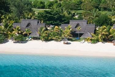 Vue aérienne sur deux Villas Paradis donnant sur la magnifique plage du Morne