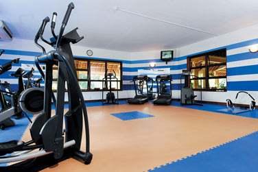 Les plus sportifs seront ravis de la grande salle de sports mise à leur disposition