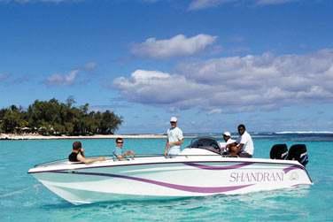 Optez pour une balade en bateau dans le lagon